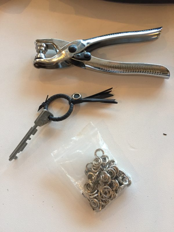 Schlüsselanhänger aus altem Fahrradschlauch