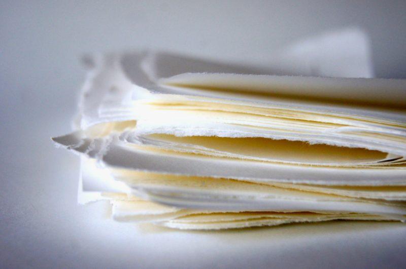 weißer Papierstapel